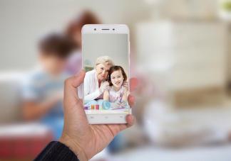 经常用手机视频聊天对宝宝视力有影响吗 视频聊天会对宝宝有什么伤害