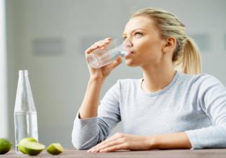 水喝太多时身体会发生什么 每天喝水超过多少会中毒