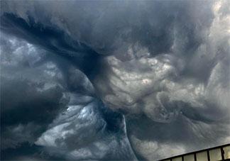 专家解读天津诡异的云 糙面云是如何形成的