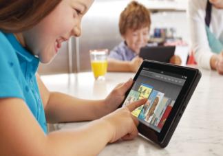 专家称3岁以下儿童尽量不使用电子产品 暑假视力保护和用眼健康有哪些建议