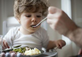 孩子发烧需要忌口吗 孩子发烧饮食上有什么需要注意的