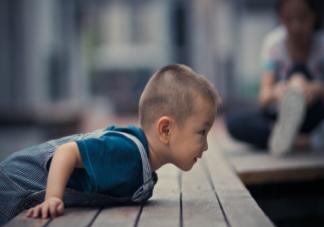 孩子摔跤后怎么判断有没有骨折 孩子摔伤了怎么正确处理