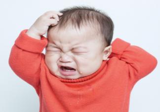 宝宝为什么喜欢抓头发 手部活动敏感期怎么引导教育