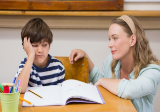 中国父母过度关注孩子学习原因是什么 过度关注孩子学习有什么危害