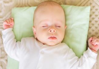 宝宝用不用枕头睡觉长大后有什么差别 宝宝枕头用什么枕芯好