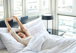 睡觉半睁眼是怎么回事 长期睁眼睡有什么危害